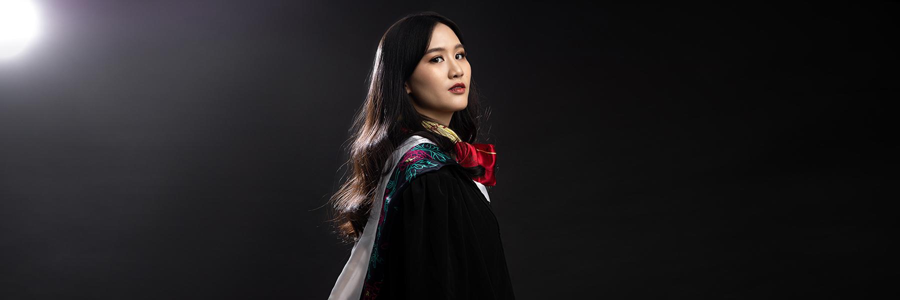 ถ่ายภาพ Graduation Portrait ฉากดำ